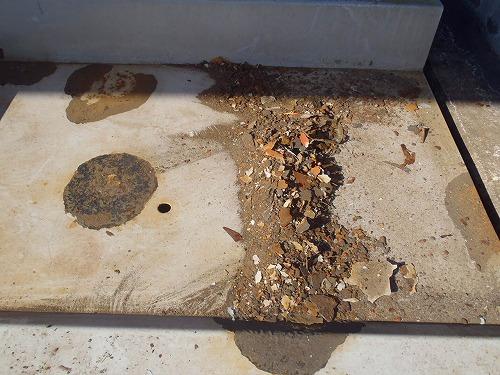 06 腐食して薄くなった鉄板