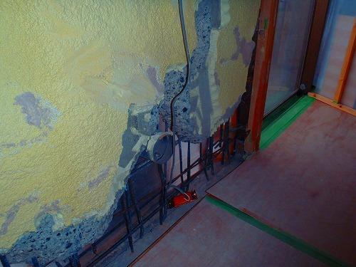 06 室内側雑壁に斫り完了