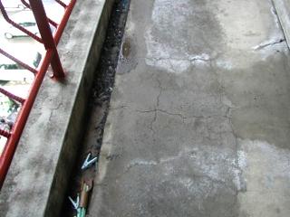 バルコニー床・軒天の劣化現象2