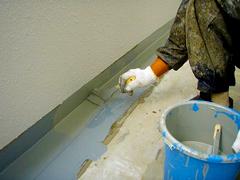 排水溝・巾木ウレタン塗膜防水の工程3