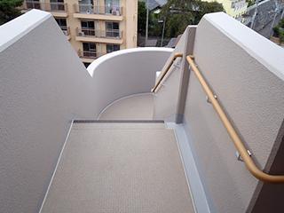 避難階段・共用廊下・EV内に手摺設置1