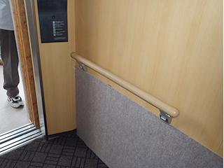避難階段・共用廊下・EV内に手摺設置2