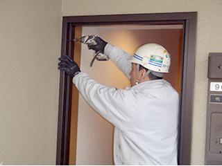 住戸玄関扉のグレードアップ更新(カバー工法)1