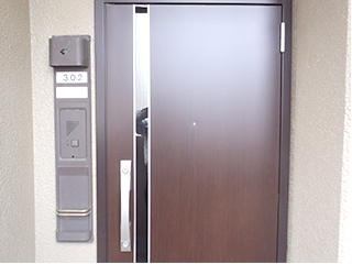 住戸玄関扉のグレードアップ更新(カバー工法)2