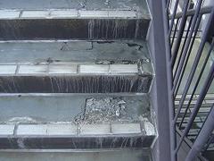 モルタル踏面、踊り場の凍害