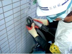 磁器タイル浮き 張替え工法 手順2