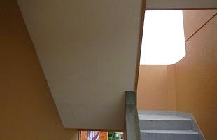 階段室天井爆裂補修  施工完了