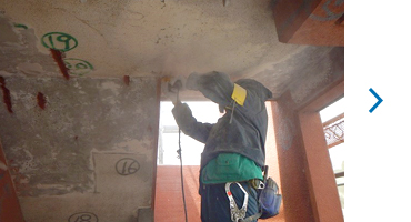 階段室天井爆裂補修 エポキシ樹脂充填