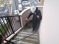 RC避難階段塩ビシート貼りの工程1