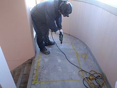 RC避難階段塩ビシート貼りの工程4