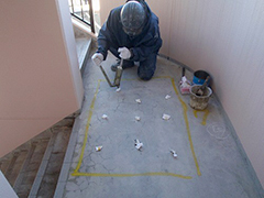 RC避難階段塩ビシート貼りの工程5