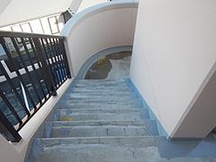 RC避難階段塩ビシート貼りの工程8