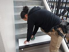 RC避難階段塩ビシート貼りの工程10