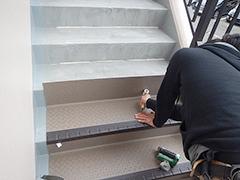 RC避難階段塩ビシート貼りの工程11