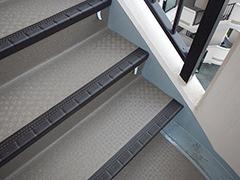 RC避難階段塩ビシート貼りの工程12