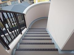 RC避難階段塩ビシート貼りの工程13