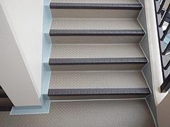 RC避難階段塩ビシート貼りの工程15