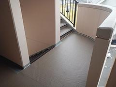 RC避難階段塩ビシート貼りの工程16
