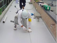 塩ビシート防水 機械固定式工法 施工の状況8