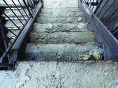 鉄骨階段 モルタルの凍害